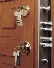 Arkasında Anahtar Unutulan Çelik Kapı Kilidi Açılır mı